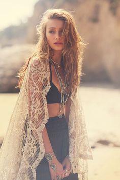 An Endless Summer Love | Free People Blog #freepeople  Toute en beauté au bord de la plage  ....