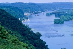 Mississippi River, Wisconsin | #mississippiriver #bucketlist #WIGreatRiverRd | WISCONSIN Great River Road