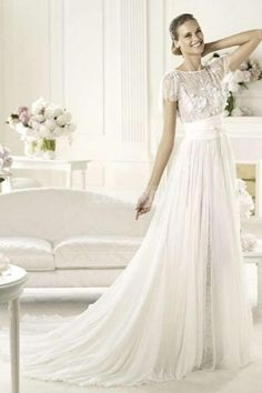 Vintage Lace Bateau Neckline V-back Chapel Train Appliques Wedding Dress