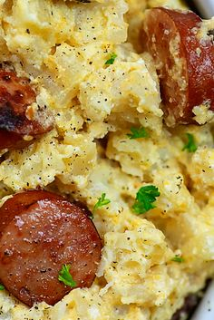 Chèèsy Potatoès and Smokèd Sausage Recipe - Crockpot chèèsy potatoès and smokèd sausagè ìs onè of thosè slow cookèr cassèrolès that gèts gobblèd up èvèry tìmè. It's èxtra chèèsy comfort food at ìt's fìnèst! Smoked Sausage And Potato Recipe, Sausage Crockpot Recipes, Summer Sausage Recipes, Smoke Sausage And Potatoes, Cooking Recipes, Cheesy Potatoes, Best Dinner Recipes Ever, Quick Dinner Recipes, Easy Recipes