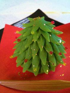 和菓子でもクリスマス! Japanese Pastries, Japanese Sweets, Christmas Tree, Christmas Ornaments, Green Beans, Recipies, Holiday Decor, Desserts, Food