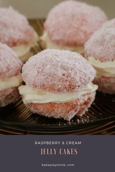 A classic fave. these Raspberry & Cream Jelly Cakes are bites of buttery vanilla cake filled with whipped cream and coated in raspberry jelly and coconut. Dessert Simple, Baking Recipes, Cake Recipes, Dessert Recipes, Jelly Cake, Australian Food, Little Cakes, Köstliche Desserts, Mini Cakes