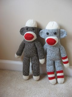FREE Sock Monkey Pattern...@Michelle Young...I shoulda done THIS!!  A whole family of them!!