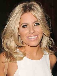 Mid length blonde hair Mollie King this style but bit longer Mid Length Blonde Hair, Curl Medium Length Hair, Medium Length Layered Hair, Layered Haircuts For Medium Hair, Layered Haircuts Shoulder Length, Medium Cut, Mollie King Hair, Medium Hair Styles, Short Hair Styles