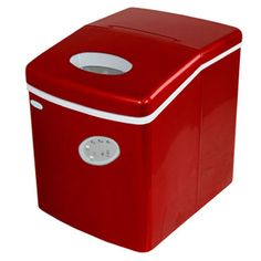 This lightweight portable ice-maker features a compact and space saving design to make for easy transport and storage. With three different cube settings and a 28 pound daily capacity, this machine is perfect for parties, events, and entertaining.