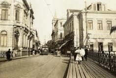 Acervo/Estadão - Bonde passa pelo viaduto do Chá. No fundo, o cruzamento com a rua Nova de São José, atual Líbero Badaró