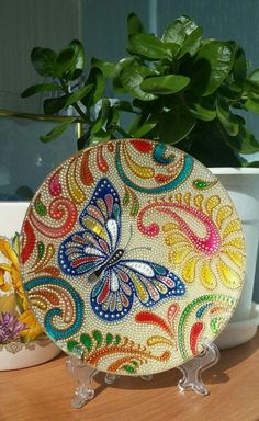 This glass dot plate is worth a save just because I know how much goes into making all the dots beforehand to apply to the tac fuse layer. Glass Painting Designs, Dot Art Painting, Mandala Painting, Pottery Painting, Ceramic Painting, Painting Patterns, Stone Painting, Mandala Dots, Mandala Design