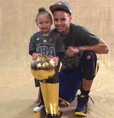 Steph Curry &Family Stephen Curry Family, The Curry Family, Warriors Basketball Team, Basketball Funny, New York Teams, Stephen Curry Basketball, Stephen Curry Pictures, Warriors Stephen Curry, Nba Championships