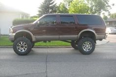 """2000 Ford Excursion Lifted 12"""" on 40"""" rubber on 20"""" rims, supercharged V10"""