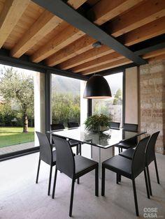 Legno e pietra a vista nella casa restaurata - Cose di Casa Dream Furniture, Outdoor Furniture Sets, Tuscan Style Homes, Wood Architecture, Stone Houses, Farmhouse Design, Modern Interior Design, Sweet Home, New Homes