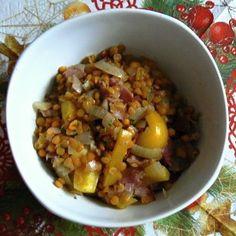 Teplý salát z červené čočky Potato Salad, Oatmeal, Grains, Potatoes, Rice, Breakfast, Ethnic Recipes, Food, Eten