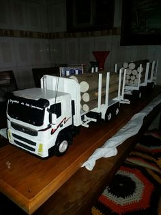 Volvo fm 11 370 hecho de madera Volvo, Wood Projects, Toddler Bed, Woodworking, Trucks, Mini, Furniture, Home Decor, Wooden Truck