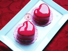 Petits entremets en forme de coeur, fraise-noix de coco