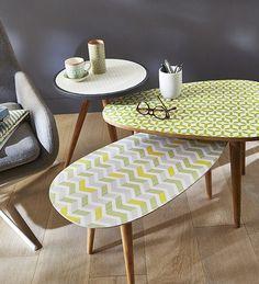 Utilisez notre papier peint seventies pour customiser vos tables basses !