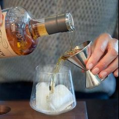 Lucia Gonzales, a Women & #Whiskey leader and #mixologist shares an elegantly rich, whiskey winter #cocktail. With notes of butter cream and vanilla, the cocktail incorporates Single #MaltScotchWhiskey, a dash of bitters, sweet simple syrup and a fresh, c