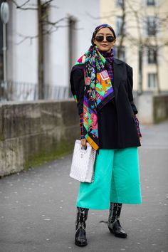 The Best Street Style Looks From Paris Fashion Week Fall 2020 - Fashionista Autumn Street Style, Street Style Looks, Cool Street Fashion, Paris Fashion, French Brands, People Sitting, Style Snaps, Color Stories, Kimono Top