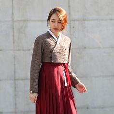 Où acheter des hanboks en France ? Je vous donne 3 adresses ! Visitez notre site !  #hanbok #coréen Korean Street Fashion, Asian Fashion, Fashion Beauty, Hijab Mode Inspiration, Modern Hanbok, Hijab Style, Traditional Dresses, Korean Traditional, Muslim Dress