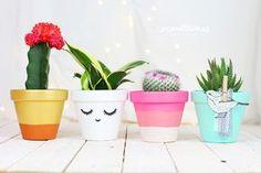 Cromatismes   Macetas pintadas 05 Painted Clay Pots, Painted Flower Pots, Painted Paper, Terrarium Plants, Cactus Y Suculentas, Plant Decor, Garden Art, Bunt, Diy Gifts