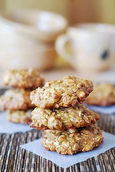 Thick and chewy banana oatmeal cookies with chocolate chips - the best oatmeal cookies! I am very particular about oatmeal cookies. Think Food, Love Food, Cookie Recipes, Dessert Recipes, Oatmeal Chocolate Chip Cookies, Chocolate Chips, Smoothies, Breakfast Food List, Paleo