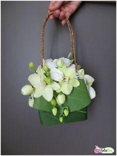 flower purses   http://www.bolsaflora.com/wp-content/uploads/Bolsa-Flora-III-Creation ...