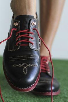 a little close up!  Mr. James in Onyx by The Office of Angela Scott