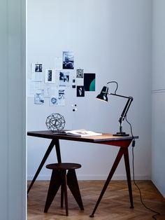 Die #Tischleuchte im industriellen Design eignet sich perfekt für eine edle Homeoffice Einrichtung.