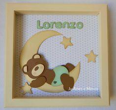 Quadro ursinho dorminhoco na lua em scrapbook para porta de maternidade.
