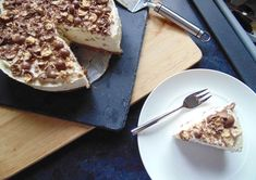 Caramac Cheesecake! - Maverick Baking Caramac Cheesecake, Baked Cheesecake Recipe, No Bake Cheesecake, Buttery Biscuits, Digestive Biscuits, Chocolate Biscuits, Vegetarian Cheese, A Food, Food Processor Recipes