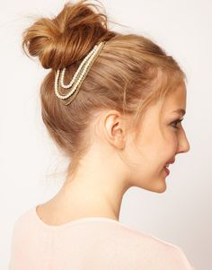Cute messy bun + cute hair accessory