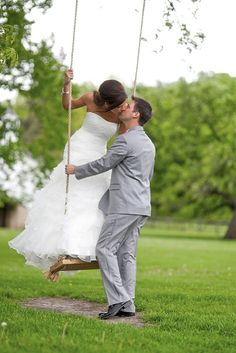 24 Extremely Cute Wedding Photos To Cling Your Soul ❤ See more: http://www.weddingforward.com/cute-wedding-photos/ #weddings #photography