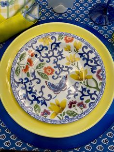 A Bit of French Provincial on the Table — Whispers of the Heart Yellow Dinner Plates, Yellow Plates, Yellow Table, Yellow Dinnerware, Blue Glass Vase, Outdoor Dining Furniture, Yellow Tulips, How To Squeeze Lemons, French Provincial