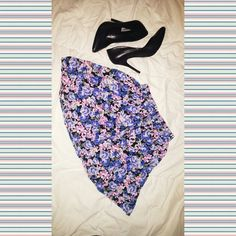 Floral skirt For that Ariana Grande look match this skirt with a pair of heels and crop top! Forever 21 Skirts Mini