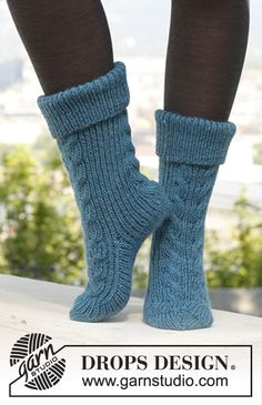 "Free pattern: Knitted DROPS slipper socks with cables and rib in ""Alaska"". ~ DROPS Design"