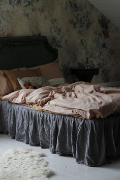 Bedroom Ideas from cozy to boho - Utterly Brilliant answers for a truly charming dream bedroom rustic . This brilliant image posted on this unforgetable moment 20190102 , decor post reference 5041073651 Dream Bedroom, Home Bedroom, Bedroom Decor, Bedroom Rustic, Bedroom Ideas, Beach Bedding Sets, Bedding Sets Online, Linen Bedding, Bed Linen