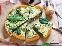 Tarta cu spanac si branza este grozava ca aperitiv, dar ea poate fi servita si la micul dejun, deoarece este satioasa si ofera energia necesara unei zile antrenante.