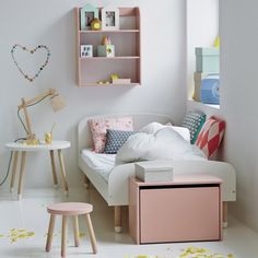 Tabouret enfant rose poudre. A #CanDoBaby! fave.