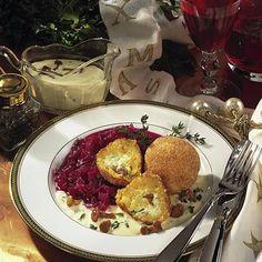Gefüllte Knödel auf Rotkohl Rezept | LECKER Dumpling, New Years Eve Party, Cauliflower, French Toast, Low Carb, Vegetables, Breakfast, Food, Hair Style