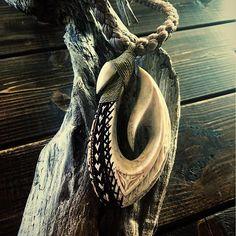 whale bone hook極太の紐で仕上げてます(^ ^) #kzbone #bonehook #bonecarving #ukulele #hawaii #maui #ボーンカービング #ボーンフック #フィッシュフック #ウクレレ#ハワイ#マウイ#タヒチアン#トライバル#サーフィン #サーフ#湘南#江ノ島#海#釣り