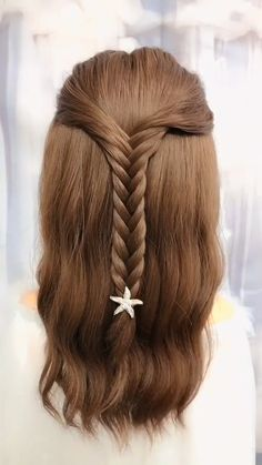 18 Exquisite EASY Fishtail Braid Hairstyle Tutorial For Women # Braids hairstyles videos Small curly hair students fishbone braid tutorial Easy Fishtail Braid, Fishtail Braid Hairstyles, Braided Hairstyles Tutorials, Fishbone Braid, Step Hairstyle, Braid Tutorials, Braided Buns, Easy Updo, Relaxed Hairstyles