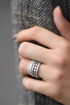 The new PANDORA Vintage Fascination ring has us like  (in a good way. Don't even get us started on the Alluring Cushion ring that it's stacked with here... #PANDORATexas #PANDORArings #PANDORA #PANDORAjewelry #fashion #style #rings #fall #PANDORAstyle
