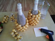 Instructions for a Ferrero Rocher pineapple / palm tree, Regalos Mujer Ideas, Birthday Gifts, Presents, Clay, Crafts, Ferrero Rocher Bouquet, Pineapple Palm, Flower Letters, Christmas