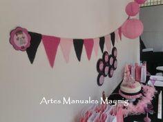 Banderines en tela para decoración de una fiesta de Paris.