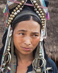Bekijk deze Instagram-foto van @baobabaziaticaethnicpeople • 3 vind-ik-leuks Tribes Of The World, We Are The World, People Around The World, Laos, Beauty Art, Beauty Women, Costume Ethnique, Beauty Around The World, Tribal People