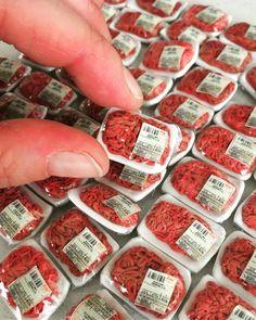 Behind the scenes at miniatures minced meats, I've been working on lately. En arrière scene d'un des projets dont j'ai travaillée…