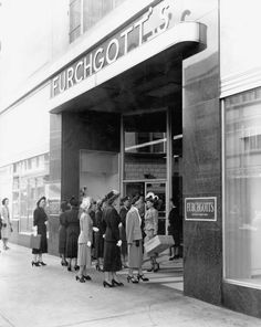 Women waiting outside Furchgott's in 1949. Photo by Jack Spottswood. Courtesy of State Archives of Florida, Florida Memory,