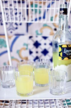 LIMONCELLO 6 lemons (Sorrento Lemons are used in Italy. Meyers are a nice American substitute.) 1 750 ml bottle vodka 1 cup sugar Vodka Cocktails, Easy Cocktails, Non Alcoholic Drinks, Cocktail Drinks, Cocktail Recipes, Beverages, Lemon Recipes, Summer Recipes, Homemade Limoncello