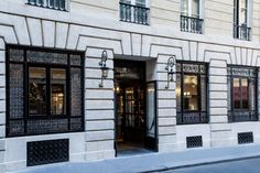 Welcome to Hôtel La Tamise, in the heart of Paris. You will dive into a completely renovated atmosphere, which respects the spirit of place and combines the comfort of a cocoon with an elegant peacefulness. We wish to offer you a sweet and subdued setting near the Tuileries Garden and just a short walk from the Louvre.