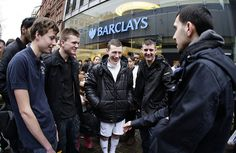 Dynamo wows the crowds outside a Barclays branch Premier League Tickets, Premier League Matches, Football Ticket, English Premier League, Crowd