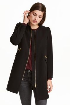 Short coat: Short coat in a textured weave with puff sleeves, a zip down the front, zipped front pockets with a decorative flap at the bottom and a pleat at the back. Lined.