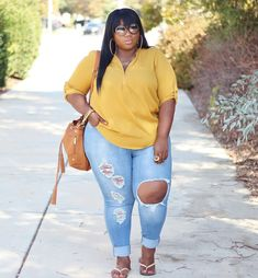 There Is Endless Street Style Inspiration for How to Make Ripped Jeans Look Chic AF Thick Girls Outfits, Curvy Girl Outfits, Plus Size Outfits, Plus Size Fashion For Women, Plus Size Women, Plus Fashion, Petite Fashion, Curvy Girl Fashion, Look Fashion